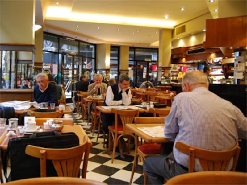 カフェやレストランは、高級そうに見えても安くて美味しい店が多い