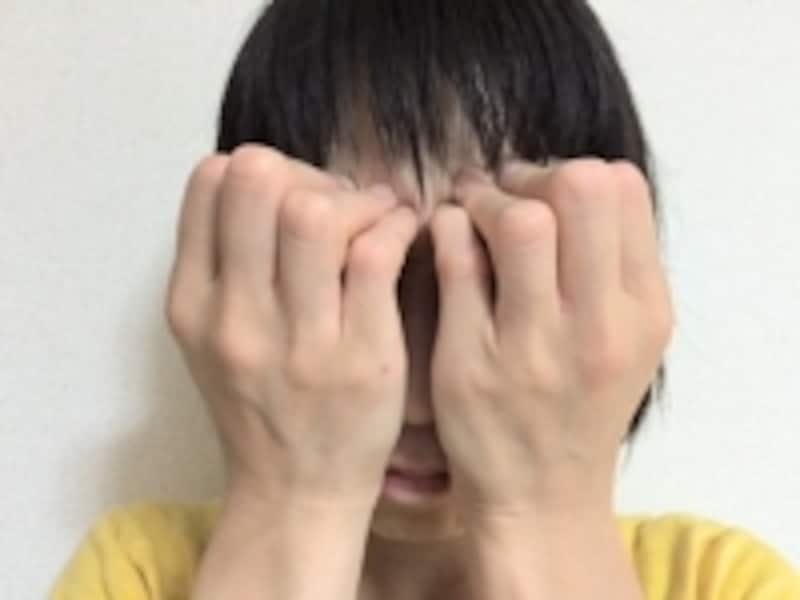 力を入れて脱力している時も目は閉じたままにしておきます