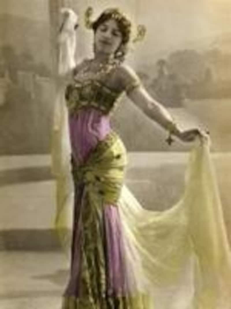 ヨーロッパ人のイメージするオリエンタル・ダンスを模倣していたマタハリ