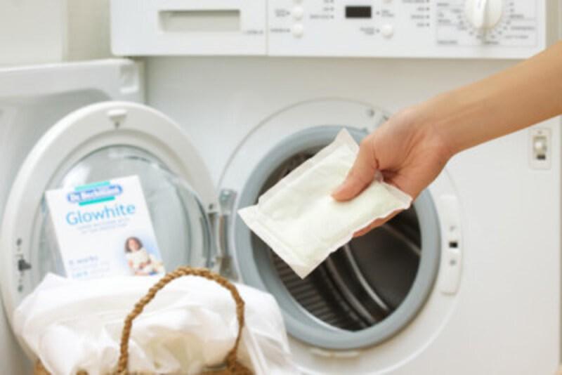 白い衣類だけを入れた洗濯機に一袋入れて洗うだけ、と使い方も簡単なグローホワイト