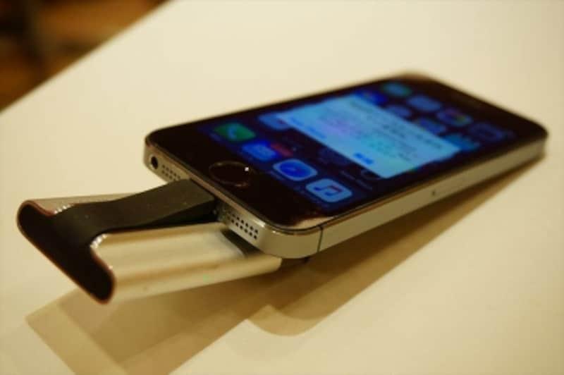 iPhoneのLightning口に直接挿すことができます