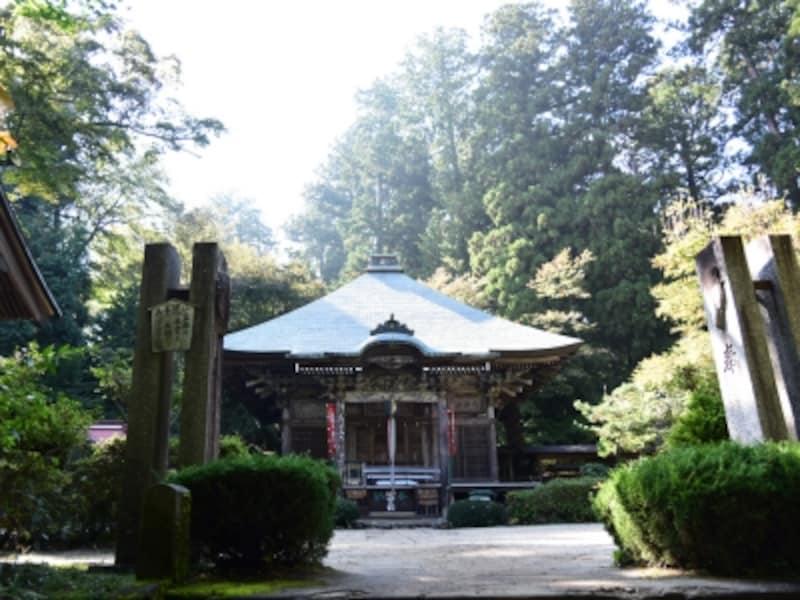 高水山の頂上付近にある常福院龍学寺