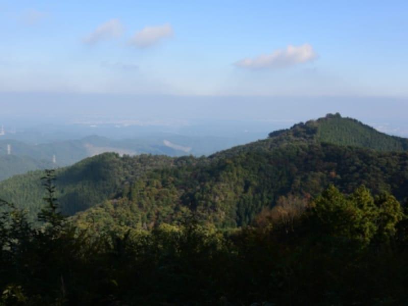 高水山の向こうには、関東平野が広がる