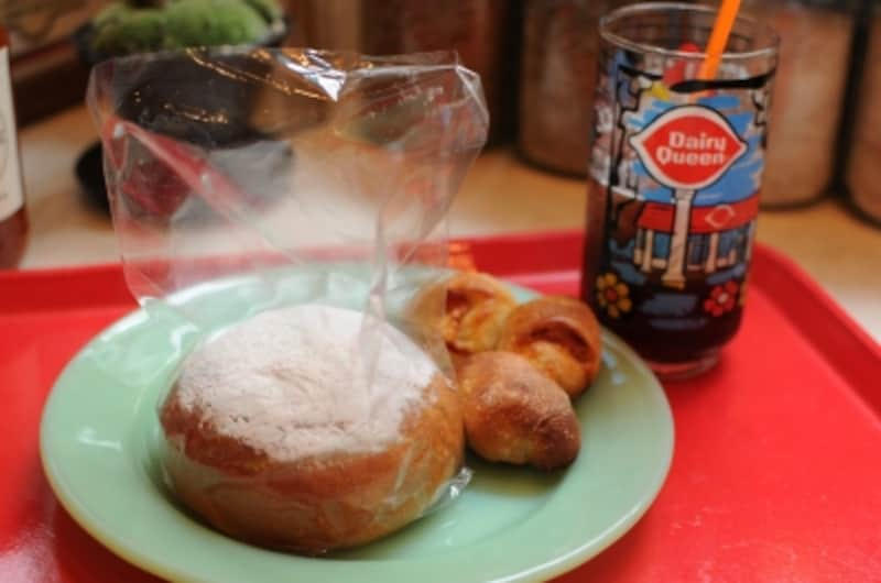 カスタードクリームパンとチリマスタードベーコンエピ