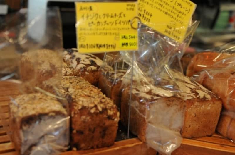 ライ麦は70%のドイツパンには、フルーツやナッツやチョコレートなどもふんだんに混ぜ込む
