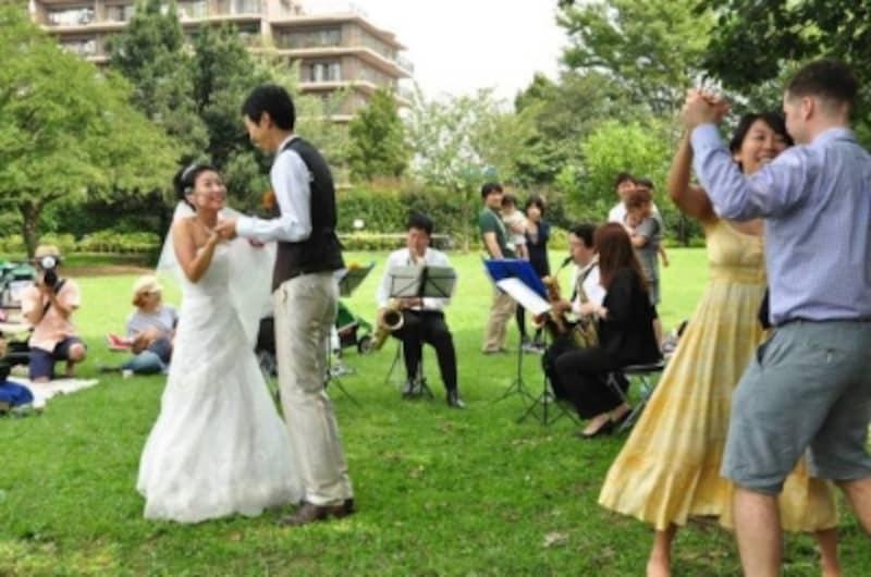 公園でダンス(東京都・国分寺市)撮影:dutch