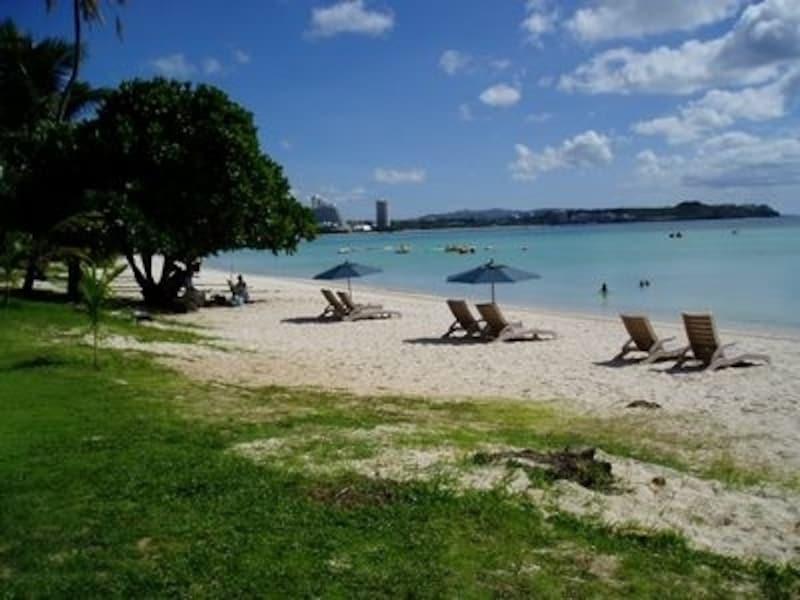 ビーチベッドでお昼寝も、元気に海遊びも自在なタモンビーチ