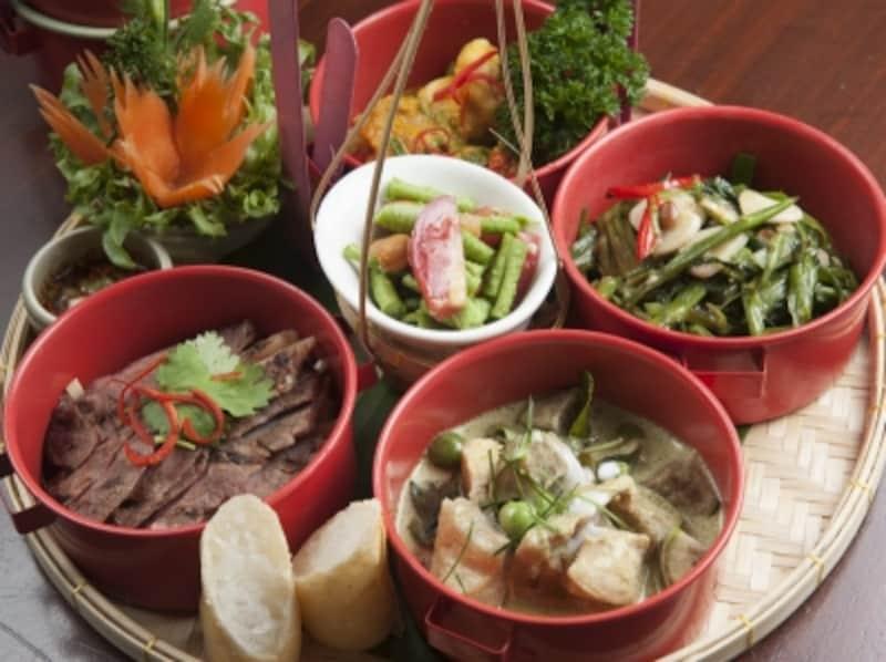 「チュアン・チム・ランチセット」undefined土曜と日曜のみ提供。この他に前菜とデザートのプレートがそれぞれサーブされる