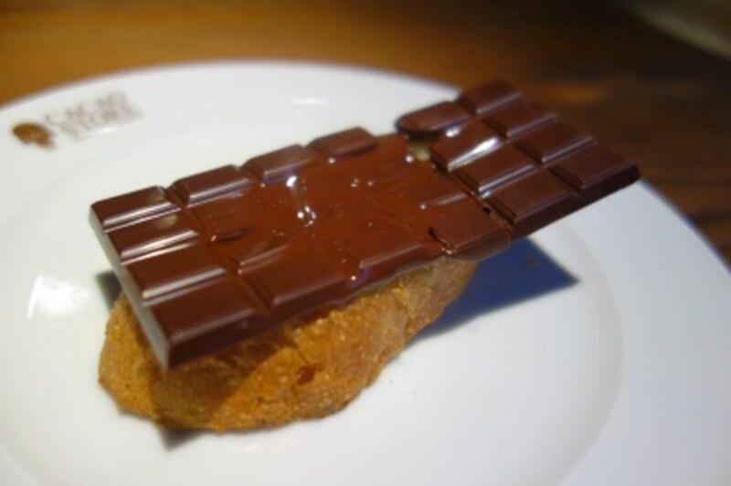チョコレートが溶け出します!