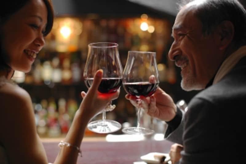 ワインスクールなどで、夫とは違うタイプのダンディな男性にときめく?