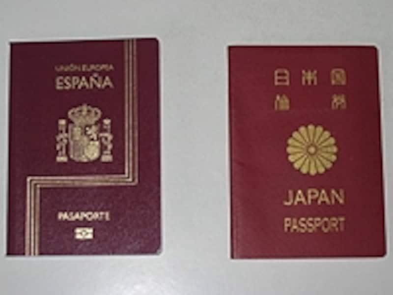 パスポートはホテルの金庫やスーツケースに入れて鍵をしておきましょう