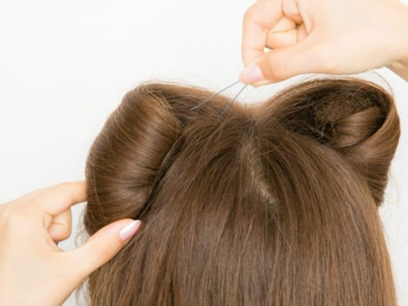 5undefined髪を最後まで巻いたら、ピンで固定する