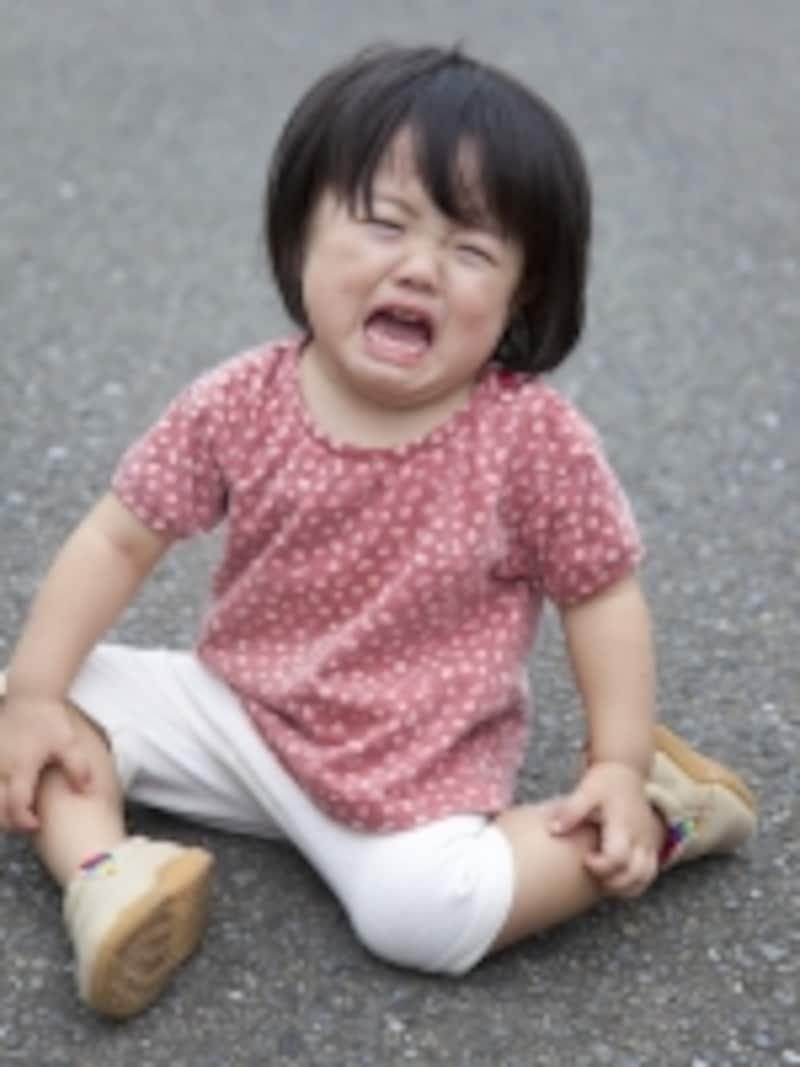 大泣きする2~3歳の子