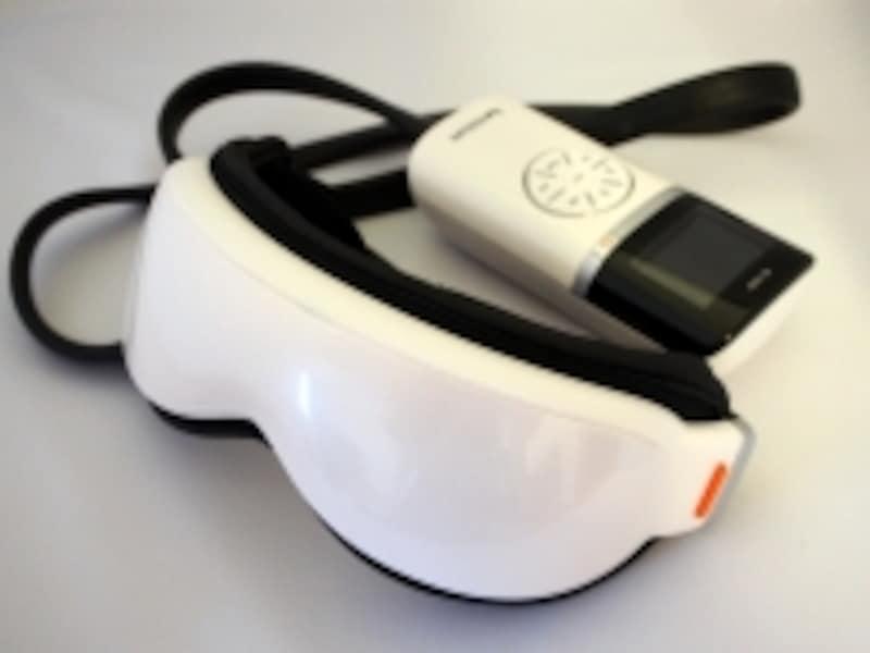 「エアーマスク」(KRX-4000)本体はエアや振動を制御するコントローラーとつながっている