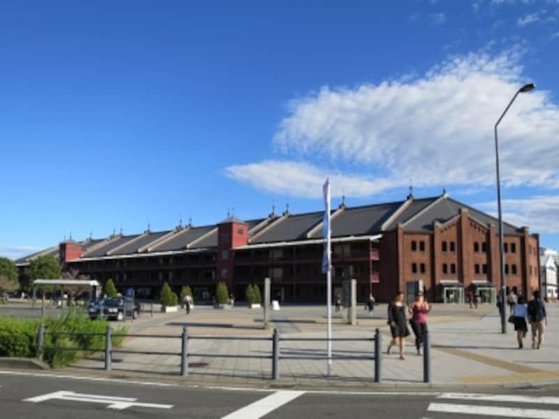 横浜観光名所のひとつ、横浜赤レンガ倉庫。横濱たちばな亭は2号館1階にあります(2014年10月14日撮影)