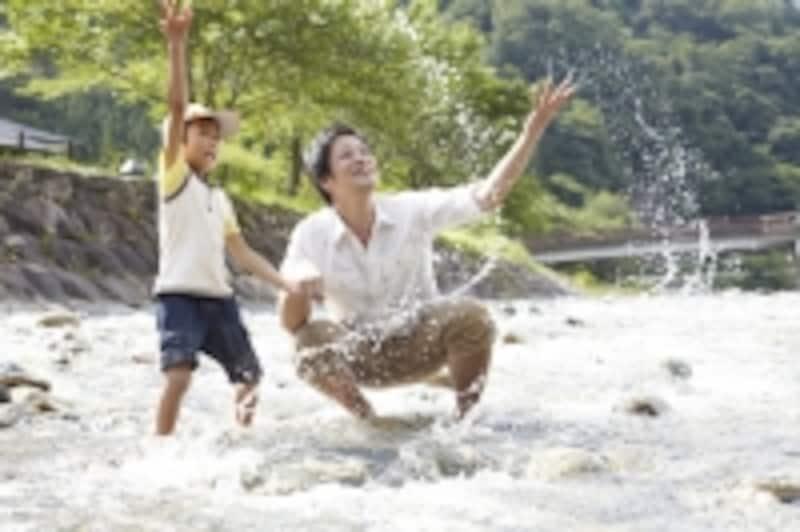 川遊びの図