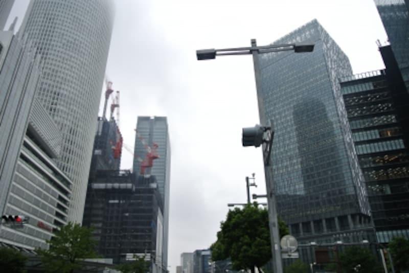 名古屋駅前には、近年大規模ビルの竣工が相次ぎさらに開発が進んでいる