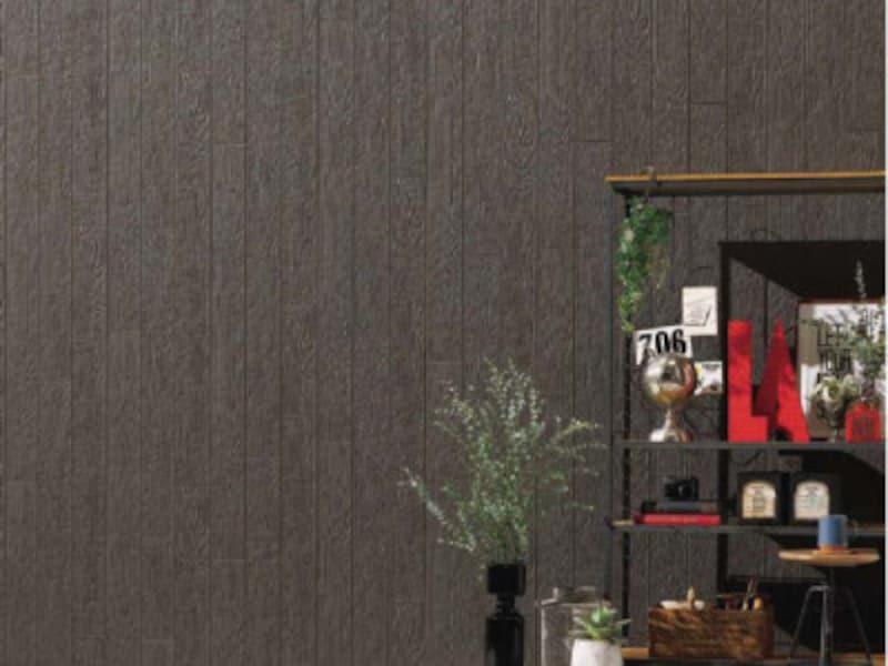 表面のツヤを抑えた凹凸によって木目を表現。[Danサイディング 遮熱性フッ素鋼板単色低光沢途装品  プレシャスウッドBF] 旭トステム外装 http://www.asahitostem.co.jp/