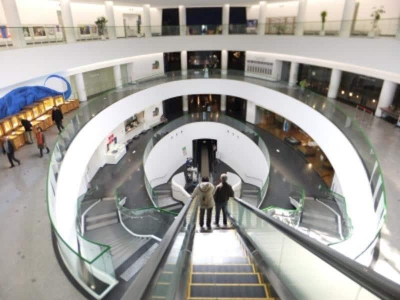 福井県立恐竜博物館(3)/展示室へ向かうエスカレーター