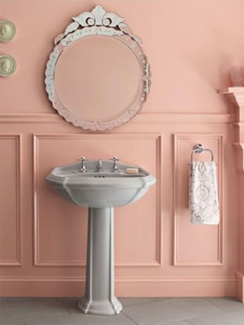 暖かい色合いのトイレ