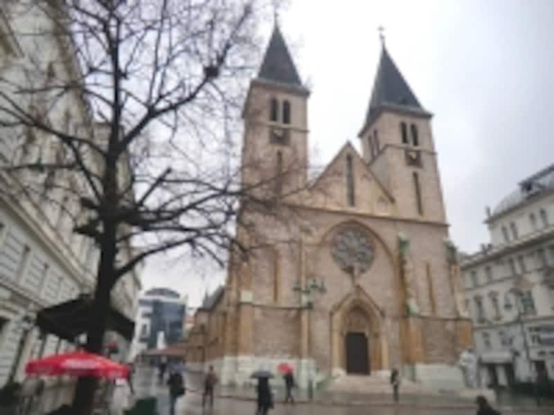 バシュチャルシア内にあるカトリックの大聖堂。クロアチア人たちの集いの場所