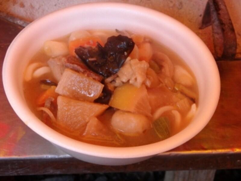 イノシシの肉を味噌仕立てで煮込んだしし汁