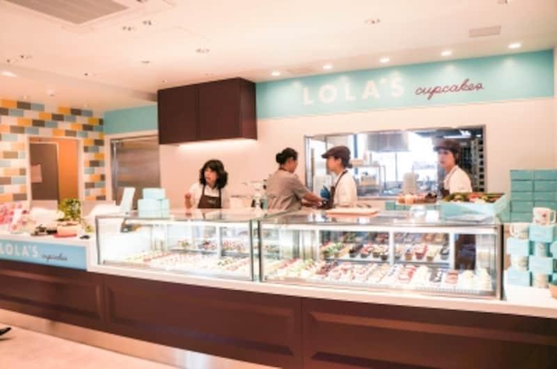 店内のショーケースには15種類のカップケーキが並びます。