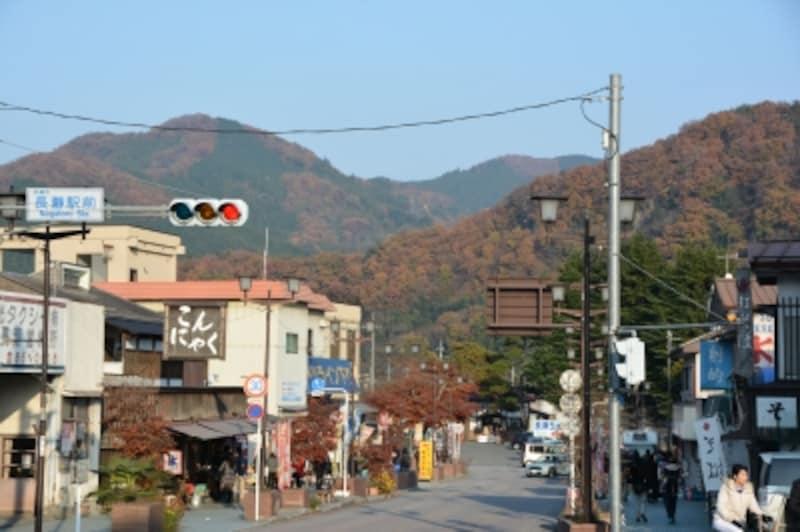 長瀞駅から眺める宝登山の秋の姿