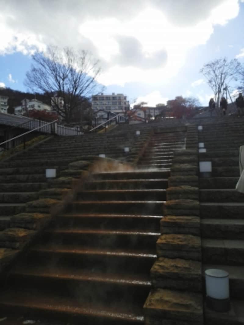 石段広場の温泉階段