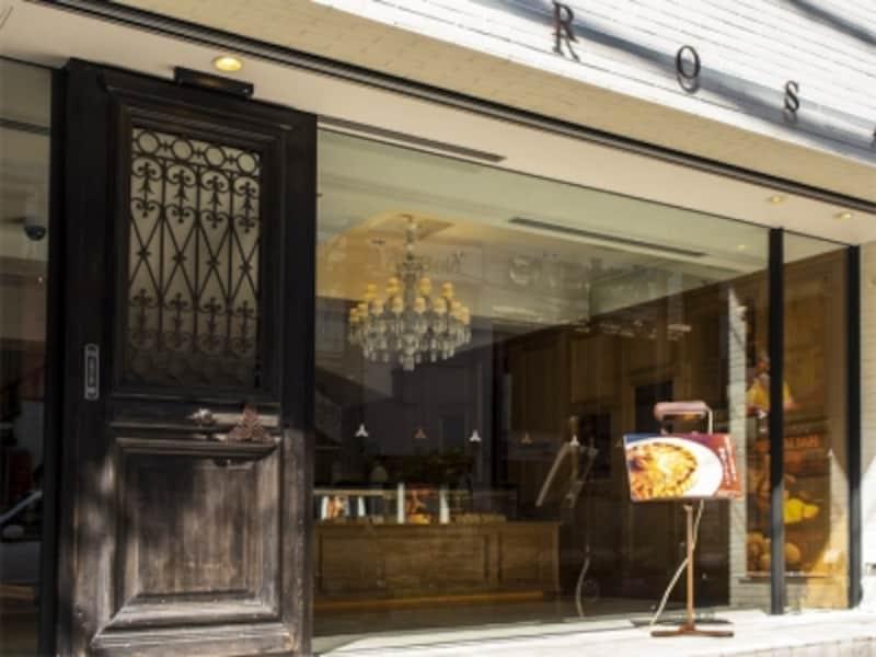 モンテローザの店舗外観。2014年11月に店舗がリニューアルし、シックな雰囲気に(2015年10月6日撮影)