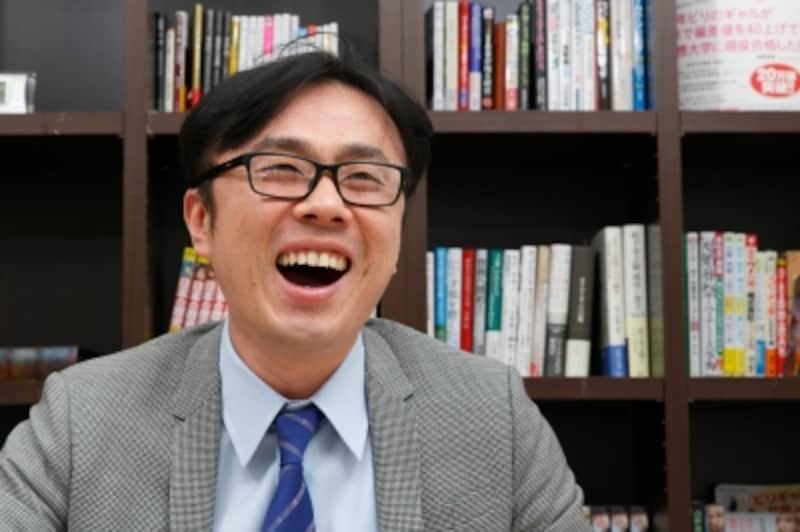 明るい未来を見ているような坪田先生の笑顔