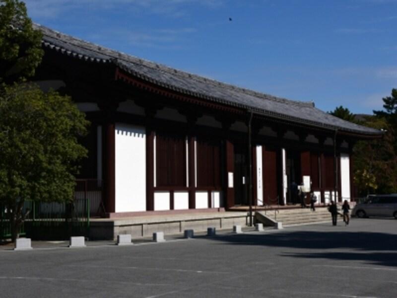 興福寺国宝館。2010年に展示のリニューアルを行ったので、以前見たことがあるという方も、再度見てみては?