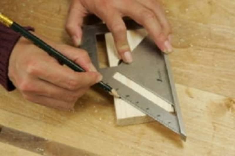 折りたたみテーブルのDIY・写真は45度の線
