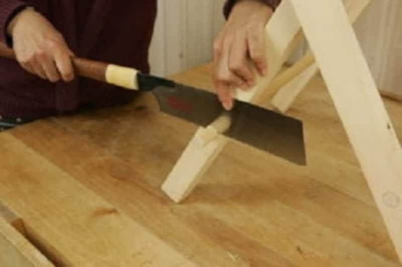 折りたたみテーブルのDIY・材料を傷つけないよう慎重に