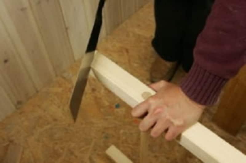 折りたたみテーブルのDIY・2×2材を下にひくと安定します