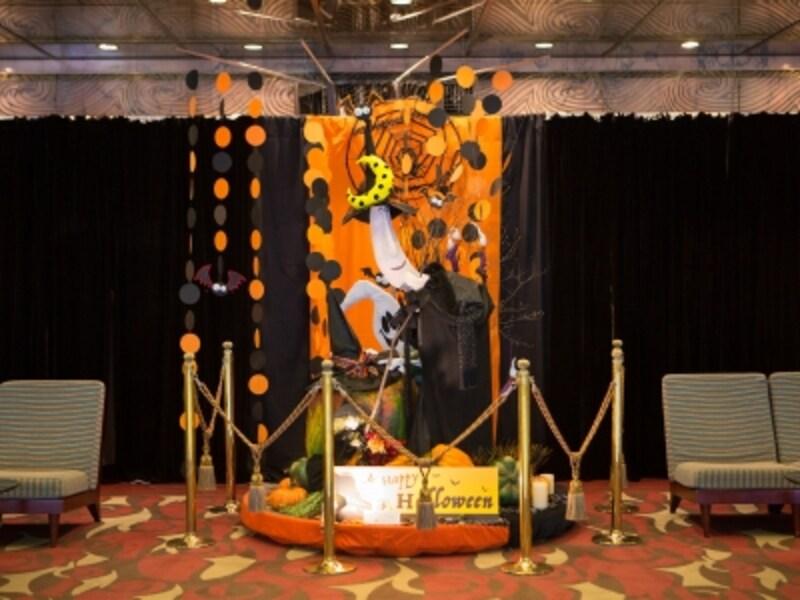 ローズホテル横浜ではオリエンタルな雰囲気のハロウィン装飾がお出迎え。2016年の様子(画像提供:ローズホテル横浜)