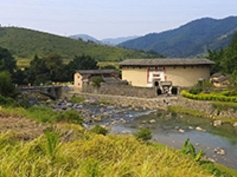 南渓の川沿いに建つ振福楼