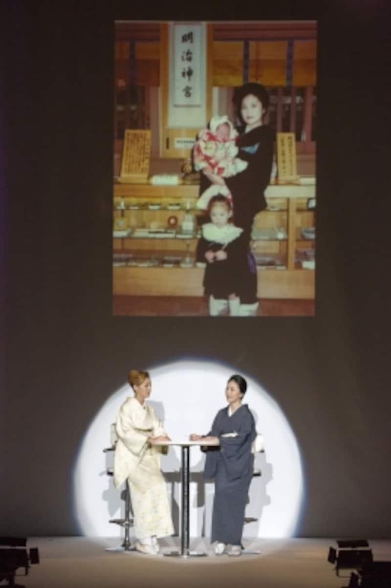 眞弓さんがお宮参りで着た着物を、娘のアンナさんのお宮参りに着せたお写真。
