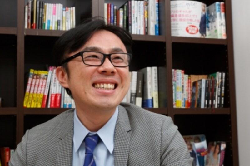 戦隊物のヒーローにあこがれていた坪田先生。その後、警察官になりたいと思い「正義」って何だろうと考えるうちに、哲学や心理学にたどり着く。