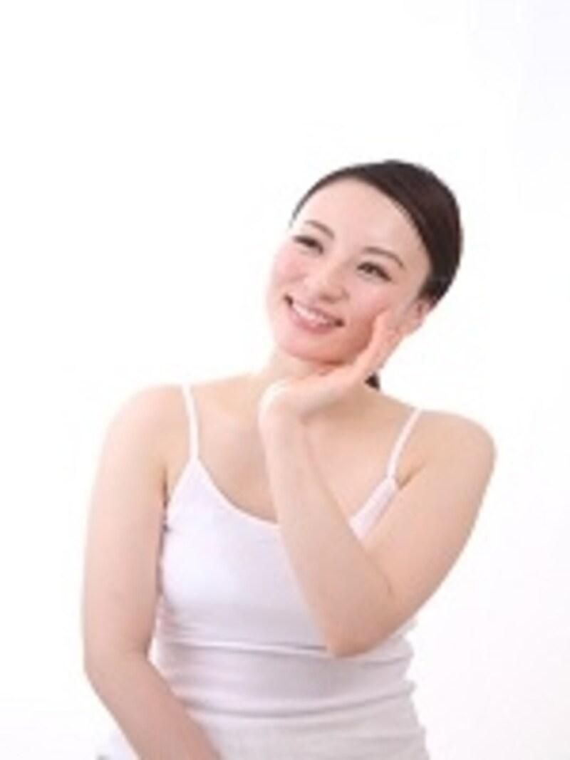 化粧水をつける前に薄く延ばします