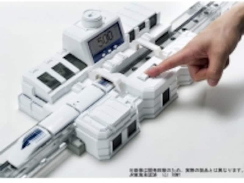 ステーションのモニターは、時速(スケールスピード)、走行距離、バッテリー残量(%)を切り替えで掲示できます