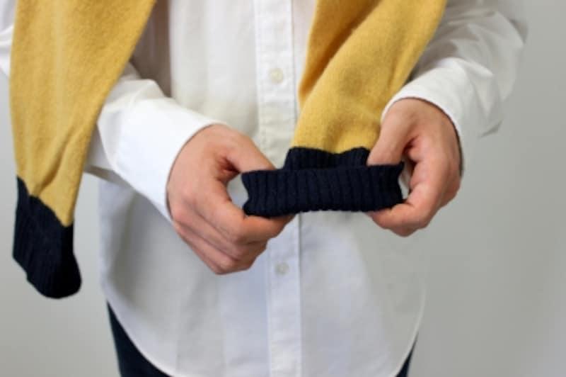 袖を折り返してニュアンスをプラス。