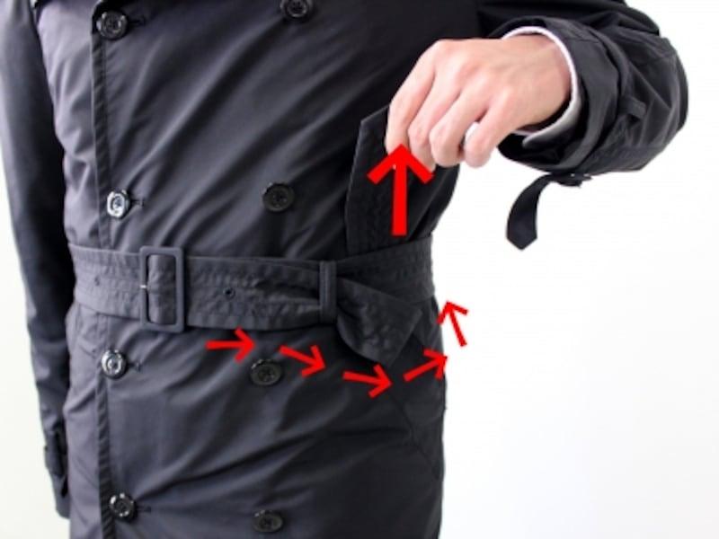 ポケットあたりで、ベルトの剣先をベルトにくぐらせ、輪をつくります。