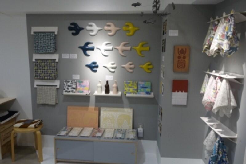 陶芸家でありながら幅広い活動を行う人気の作家、鹿児島睦さんのポップアップストアもあり。