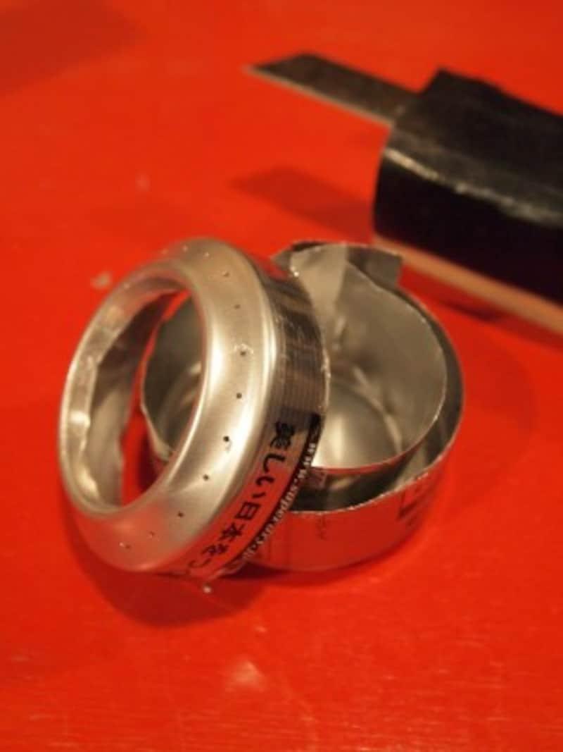 カッターの高さを一定にしてアルミ缶を回すと綺麗にカットできる