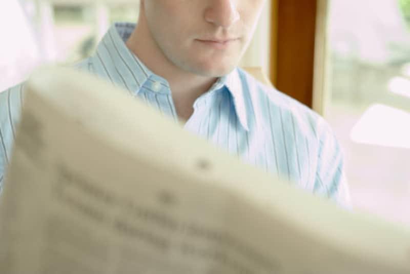 新聞を読む父