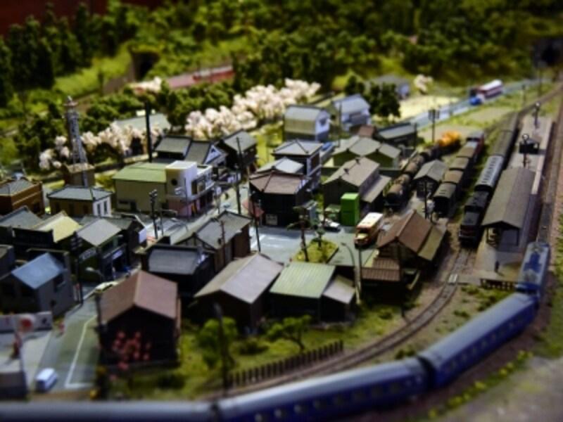 店内には鉄道模型のジオラマも