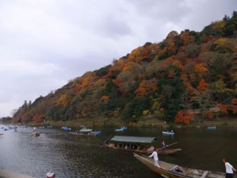 保津川下りから眺める紅葉(2)/下船場近くからの眺め