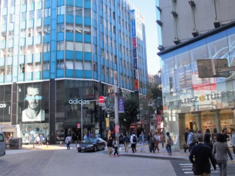 新宿三丁目駅方面へ向かう。