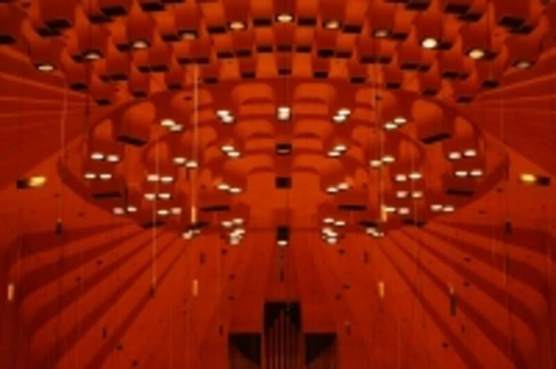 メインホールのLED照明